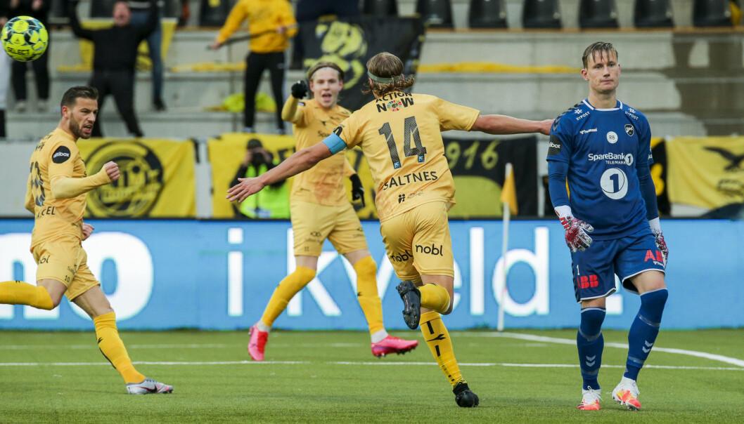 <strong>HERJET:</strong> Bodø/Glimts Jens Petter Hauge og Ulrik Saltnes jubler og Odds keeper Sondre Rossbach depper etter 2-1-målet på Aspmyra. Foto: Mats Torbergsen / NTB scanpix