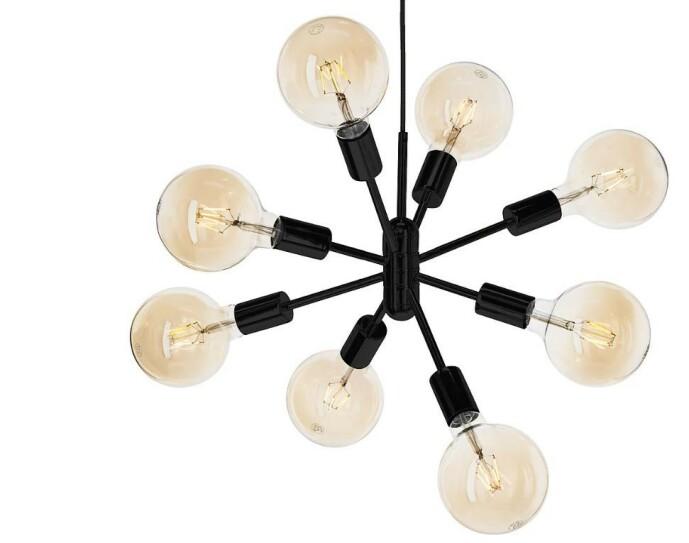 <strong>SPUTNIK:</strong> En stilig designlampe med åtte armer til pærer.