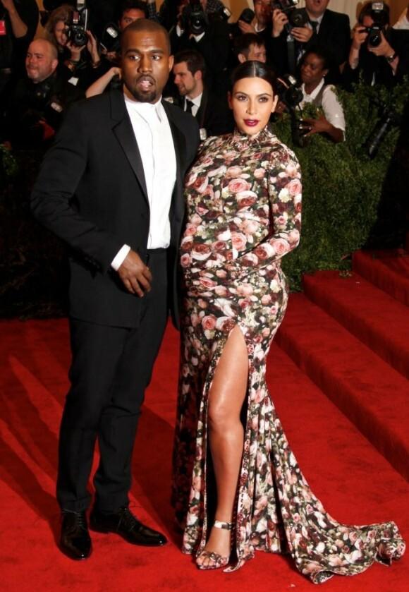 <strong>GRAVID-STIL:</strong> Kim Kardashian har ved flere anledninger blitt hyllet for gravidstilen sin, og det er kanskje derfor ikke så rart at hun vil gjøre hverdagen enklere for andre gravide. Her fotografert på Met-gallaen i 2013. Foto: NTB Scanpix