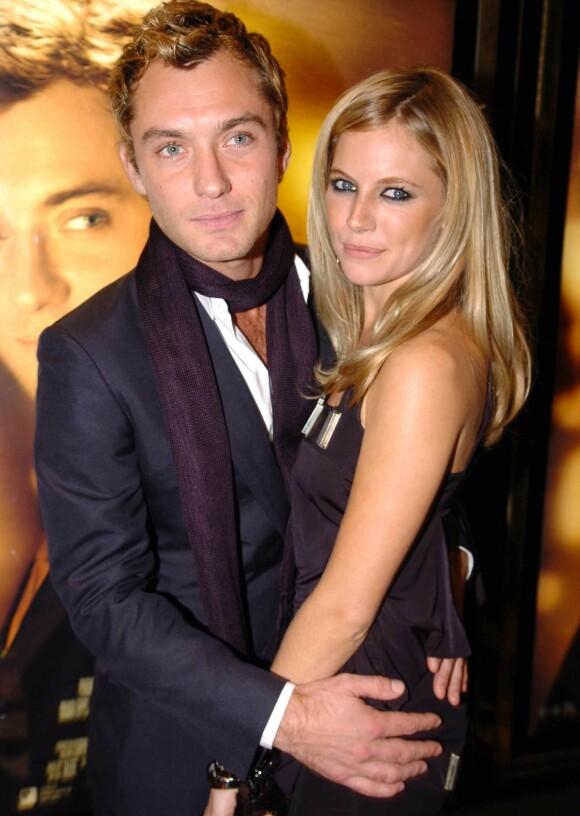 <strong>BRØT FORLOVELSEN:</strong> Etter at det ble kjent at Jude Law hadde vært utro mot Sienna Miller valgte hun å bryte forlovelsen med skuespilleren. Her avbildet i 2004. Foto: NTB Scanpix