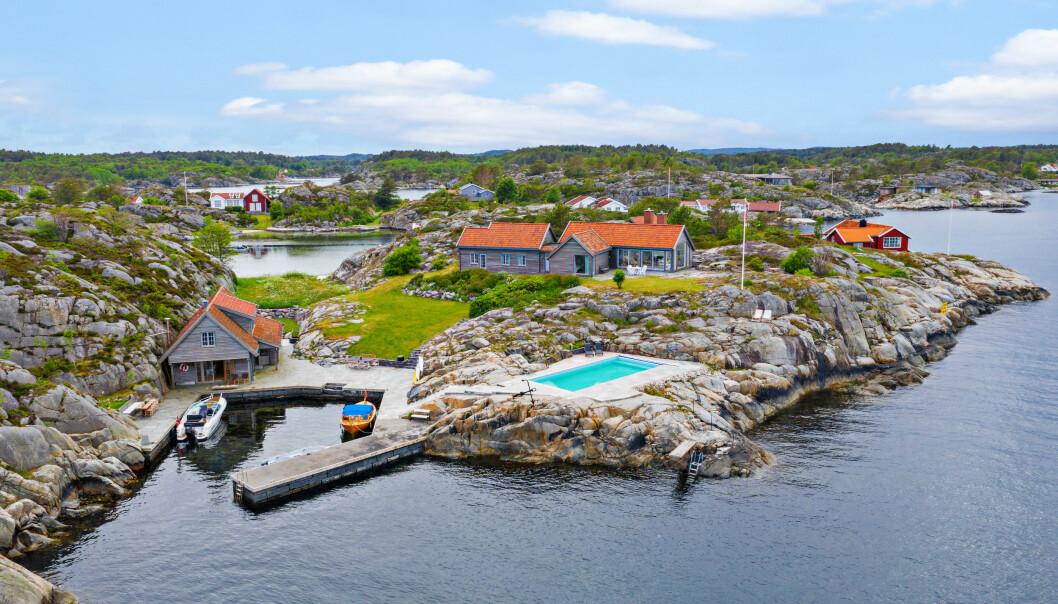 <strong>SOLGT:</strong> Ytre Kjeholmen 2 og 3 i Lillesand kommune er solgt for 27,5 millioner kroner. Foto: Sondre Transeth.