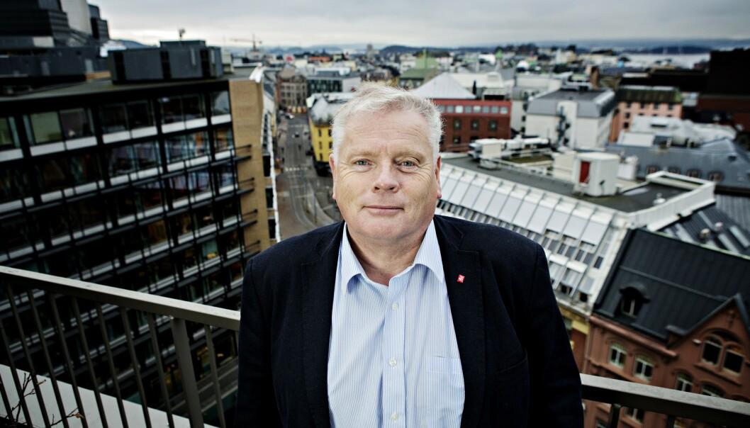 <strong>SKUFFET:</strong> Leder i Pensjonistforbundet Jan Davidsen mener politikerne viser at de er mer opptatt av politisk spill enn å gjøre noe for pensjonistene. Foto: Nina Hansen