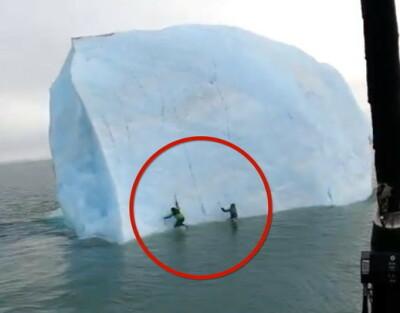 Image: Plutselig velter isfjellet