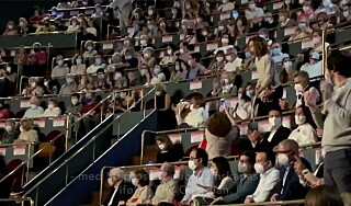 Image: Publikum ser rødt: - Stappet sammen