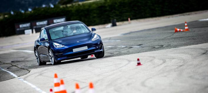 Tesla får smekk for førerassistansen