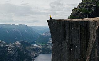 Image: Hvorfor utsetter folk seg for dødsfarer i møte med naturen?
