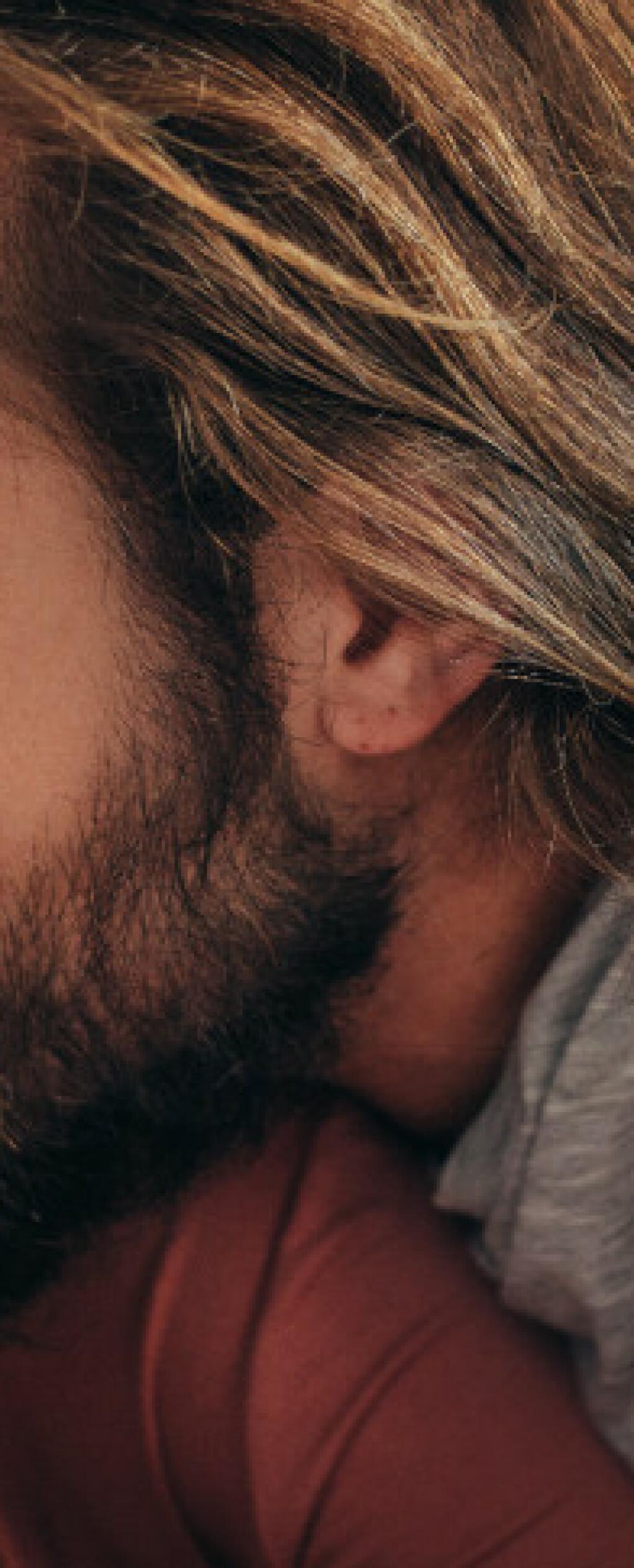 - Mange sover dårligere når de sover sammen med noen