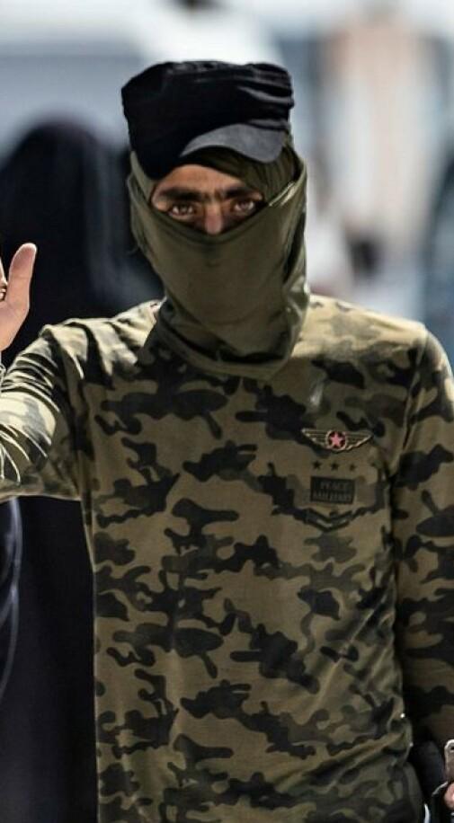 - Kvinner har drept vakter og medinnsatte, heist ISIL-flagg og spilt inn propagandavideoer