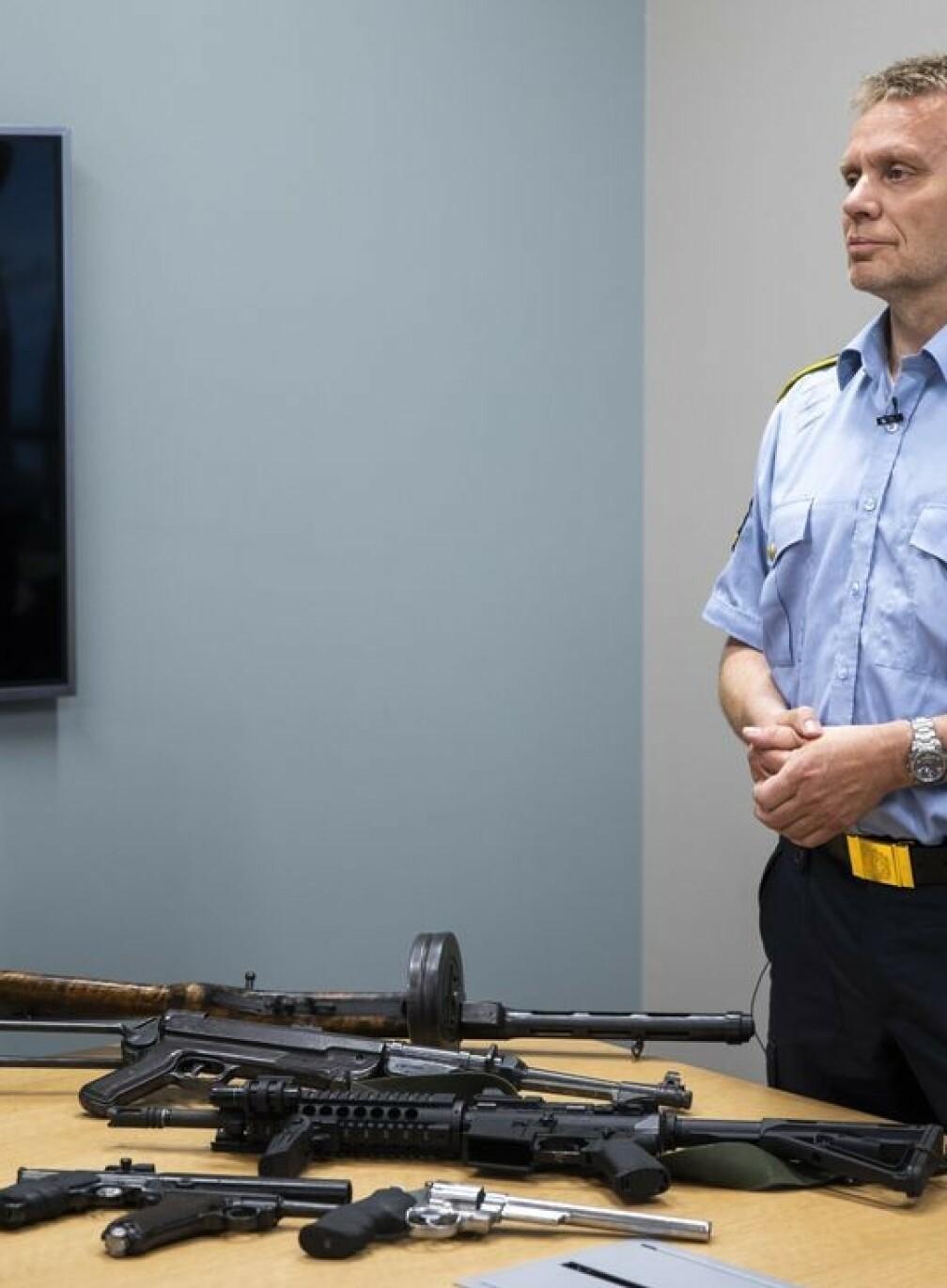 Politiet om to forsvarsansatte: Siktet for underslag av våpen