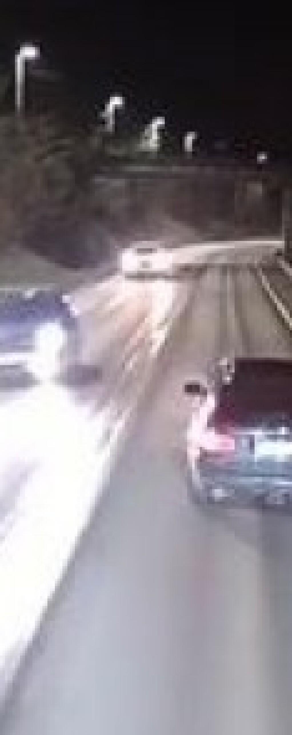 Her sikter sjåføren på bilene med pistol