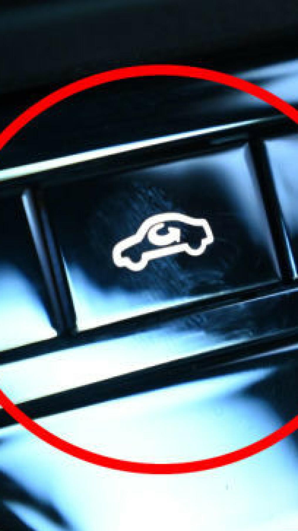 Mange har den i bilen: Denne knappen kan redde liv