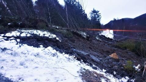 Flere husstander isolert etter stort jordras