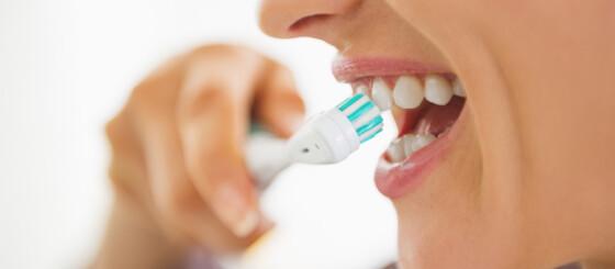 Image: - Voksne må lære å pusse tennene på nytt