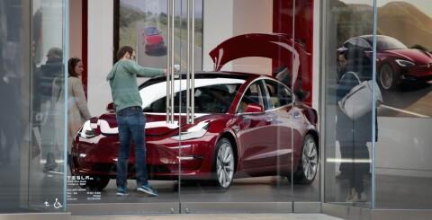 Image: Ble slaktet for lakken. Nå tar Tesla grep