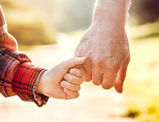 Image: Løser opp corona-råd til besteforeldre
