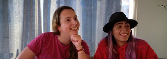 Image: Søstrene er begge transpersoner
