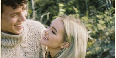 Image: Sophie Elise lanserer strikkekolleksjon med kjæresten