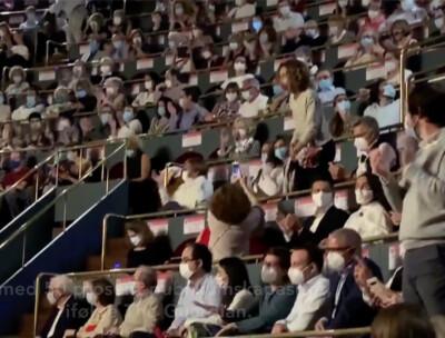 Image: Corona-opera stoppet av publikum