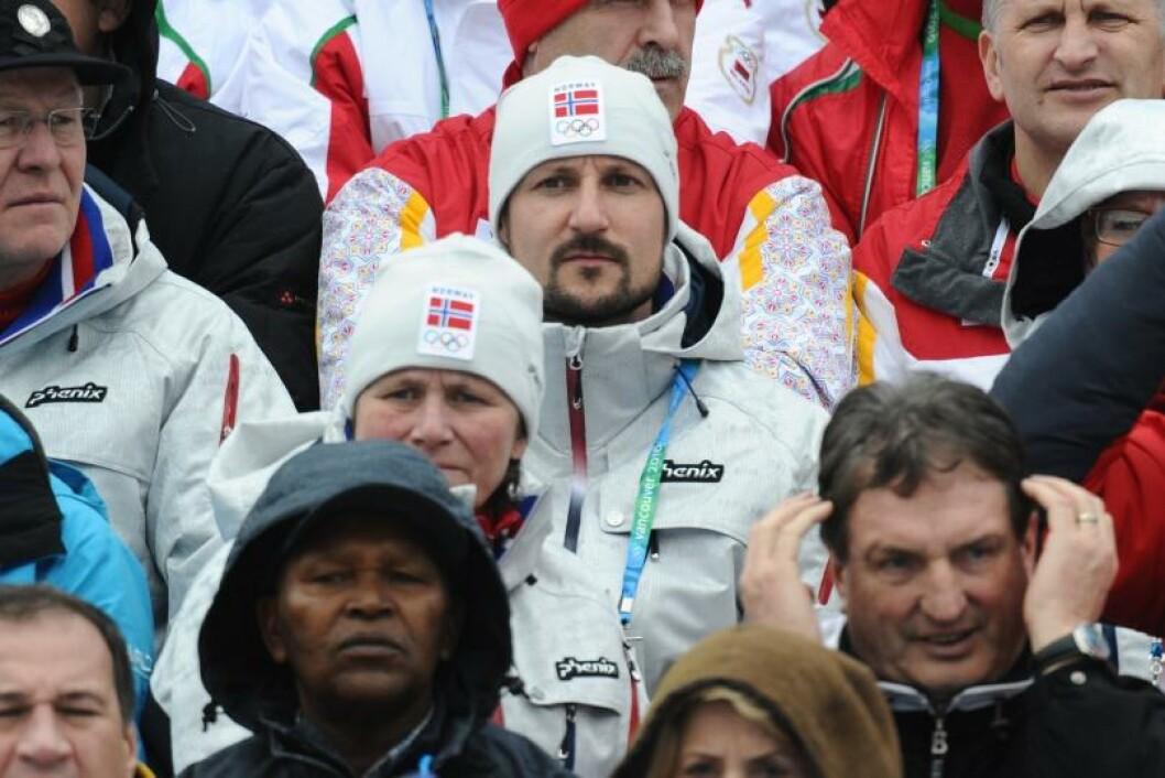 DYSTRERE: Kronprins Haakon fikk også med seg 7,5 km skiskyting sprint... Foto: STELLA PICTURES
