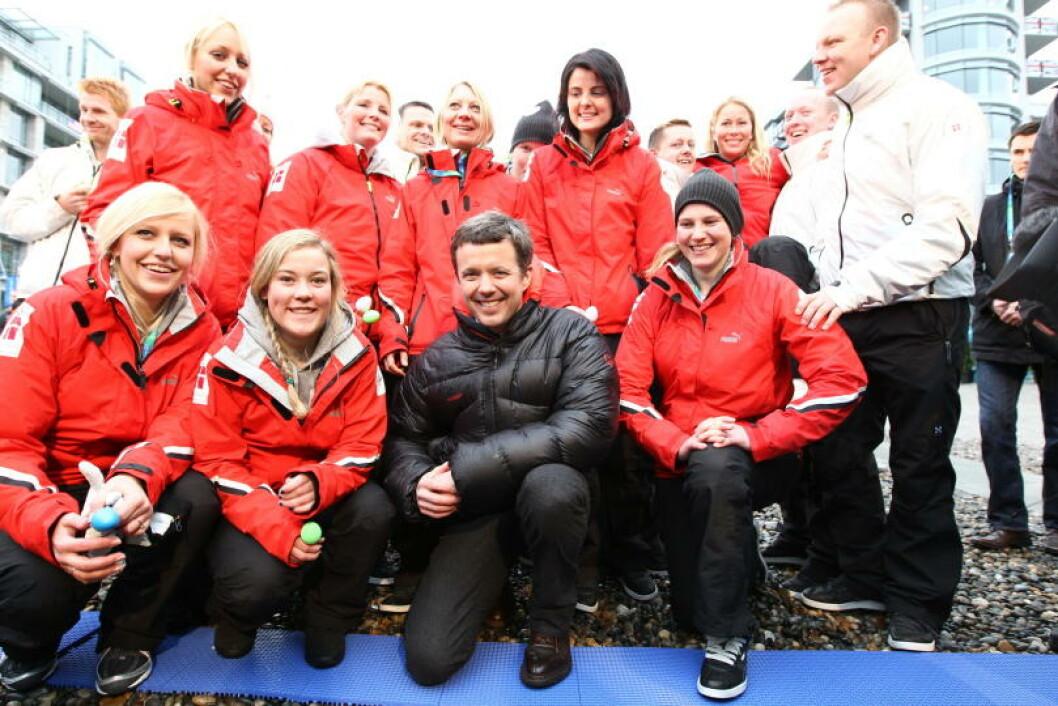 MED PÅ LAGET: Kronprins Fredrik og de danske OL-deltakerne. Foto: STELLA PICTURES