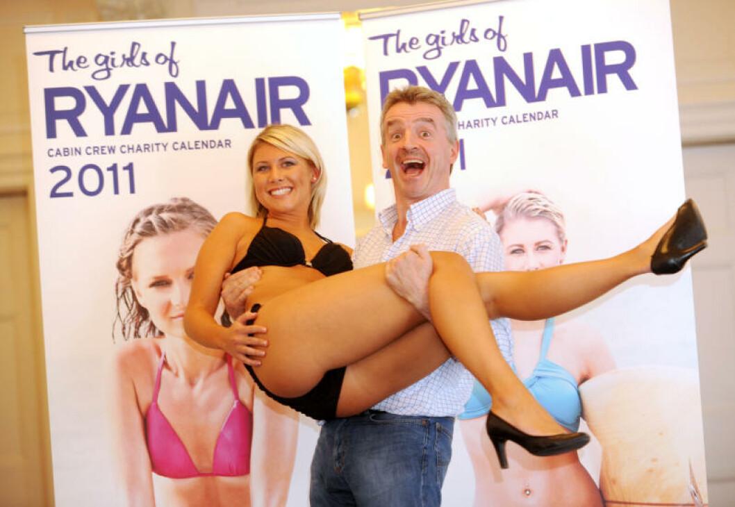 <strong>GAVMILD:</strong> Ryanair-sjef Michael O'Leary deler både av flyvertinnene sine og av pengene som kommer inn for kalenderen. Foto: Stella Pictures
