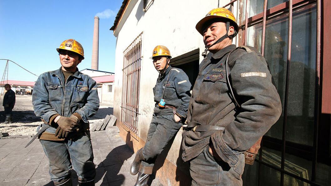 PÅ JOBB: Dagbladet fikk bli med gruvearbeiderne på jobb ved Wuhushan-gruva utenfor Wuhai. Foto: Kristoffer Egeberg