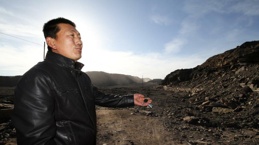 PÅ VAKT: liu lijun har som deltidsjobb å fange ulovlige kulljegere. Dessuten er området rundt Wuhusan svært farlig på grunn av de mange kullbrannene. Foto: Kristoffer Egeberg