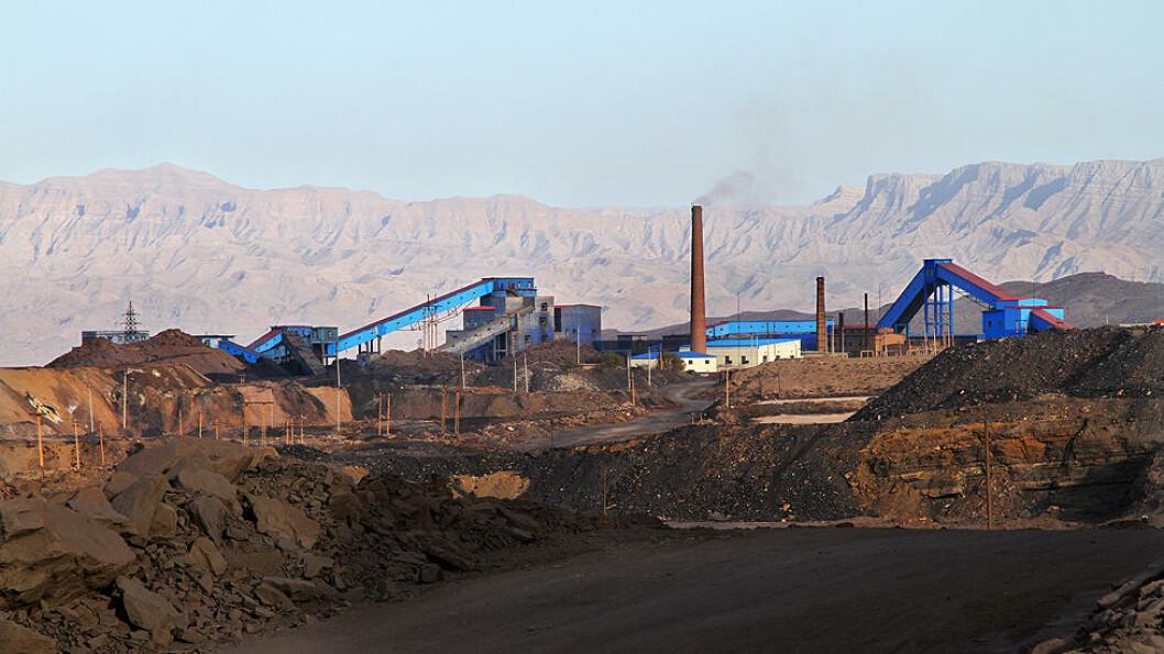 FARLIG LANDSKAP: Selv om landskapet kan ta pusten fra de fleste, ligger gruva i farlig landskap. Området huser verdens største kullbrann. Foto: Kristoffer Egeberg