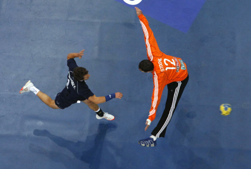 Argentinske Federico Fernandez scorer mot Slovakia. Foto: REUTERS/Umit Bektas