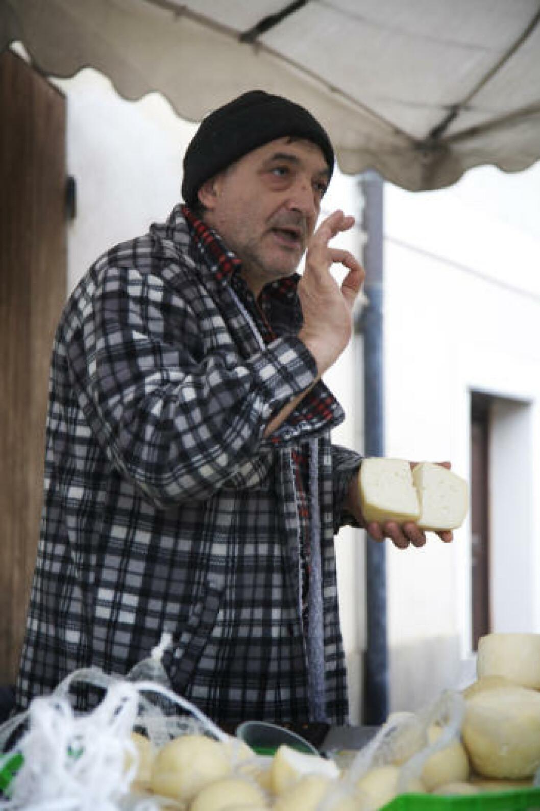 MULTO BUONO: De fleste italienske byer har sin markedsdag, da du kan prøve oster, skinker og grønnsaker.