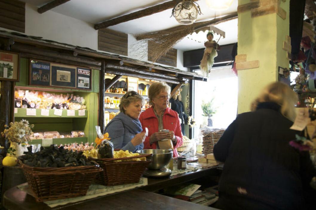 DELIKATESSER: Fantastisk å handle i italienske matbutikker.