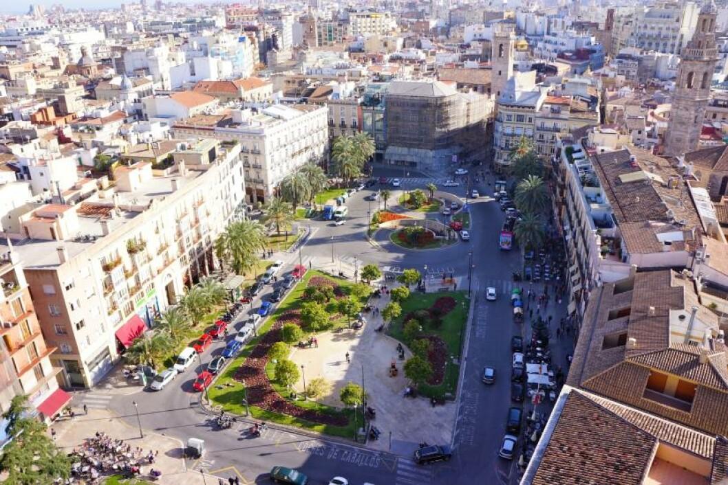 UTSIKT: At Valencia er en storby, får du bekreftet når du har tatt turen til toppen av katedralen. Foto: MORTEN STOKKAN