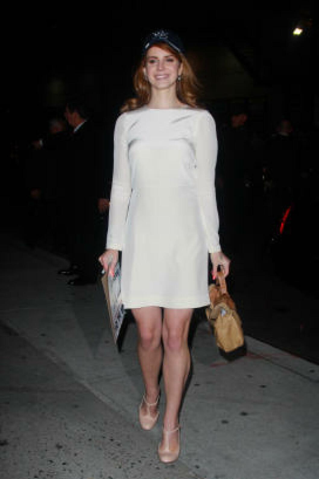 <strong>YNDLING:</strong> Lana Del Rey ble på kort tid en av både pop- og moteverdnenes yndlinger. Her er hun på «The Late Show» med David Letterman tidligere i år. Foto: Stella Pictures
