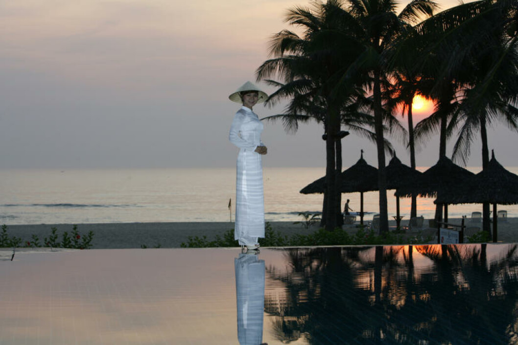OPPHØYET RO: Flere mil med strender og nærhet til både ny og gammel kultur. Det får du på China Beach utenfor Da Nang, midt på Vietnams lange kyst. Foto: TORMOD BRENNA