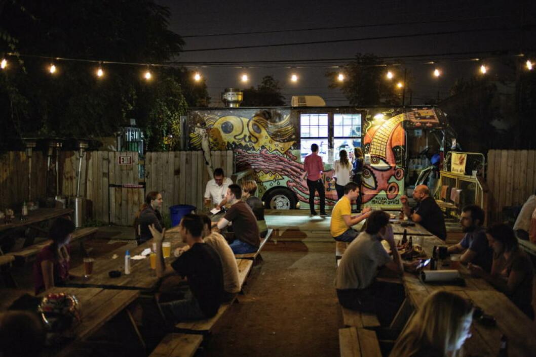 BARTRUCK: Foodtrucken East Side King ligger i bakgården til en bar. Foto: JO STRAUBE
