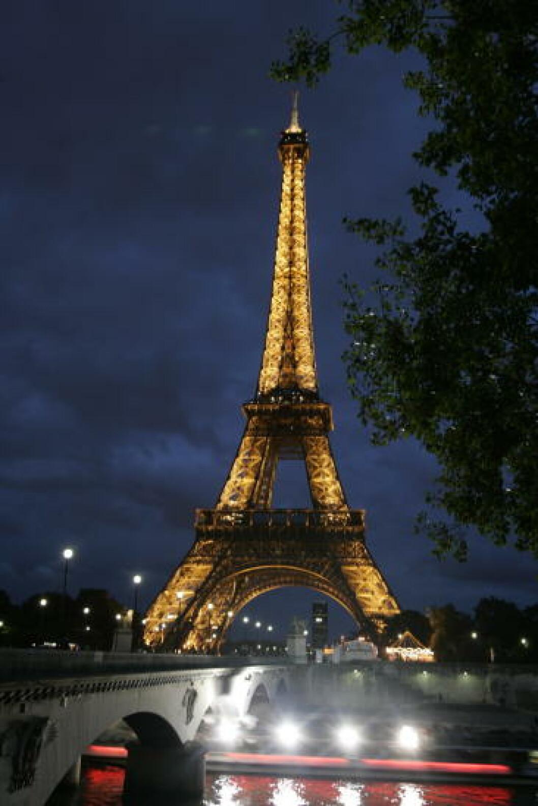 <strong> PARIS:</strong>  Eiffeltårnet har lyst opp nattemørket siden 1889. Foto: GEIR BØLSTAD