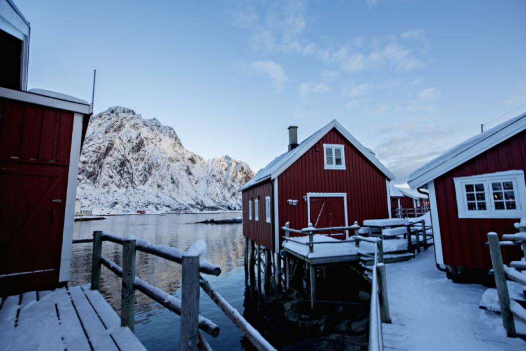 <strong>GAMMEL IDYLL:</strong> Rorbuene fra 1870 huser fremdeles overnattingsgjester. - De er restaurert opptil flere ganger, men vi har prøvd å ta vare på mest mulig av det originale, sier Anders Alsvik i Svinøya rorbuer. Foto: ANITA ARNTZEN