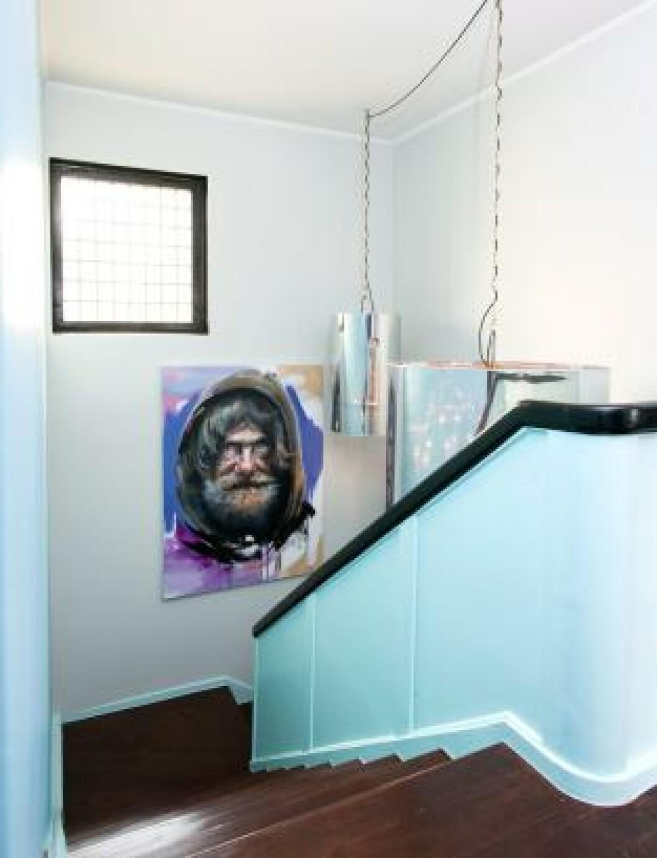 <strong>HJEMLØS I HJEMMET:</strong> Kristoffer Evangs portrett av en hjemløs setter boligen i perspektiv. Foto: Espen Grønli