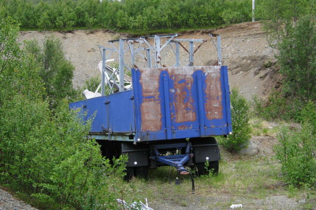 <strong>VRAK OVER HELE ØYA:</strong> På øya Spildra, som ligger i Kvænangen kommune i Troms, finnes 50 bilvrak og ti fastboende.