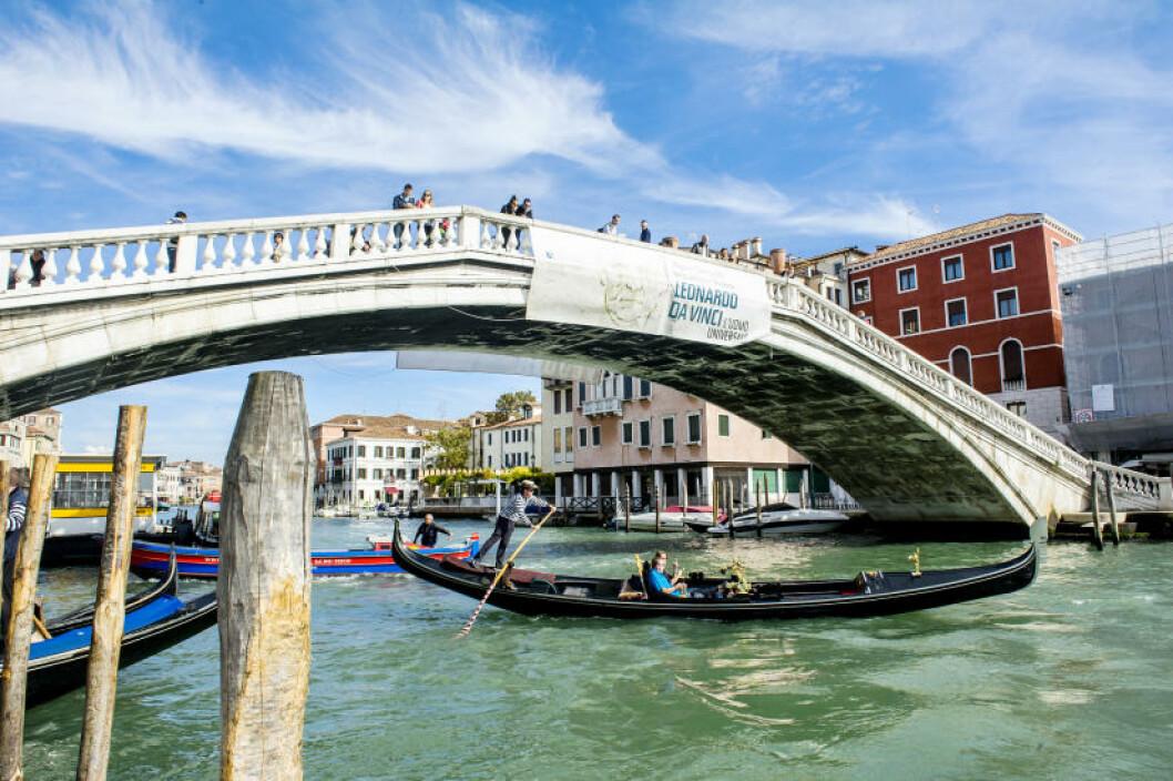 <strong> PÅ BRUA:</strong> Venezia har 450 bruer, her er Ponte degli Scalzi. Foto: JOHN TERJE PEDERSEN