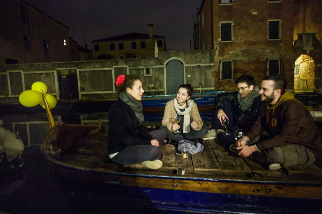 <strong>STUDENTER:</strong> Uteliv på en lekter på Cannareggio-kanalen.