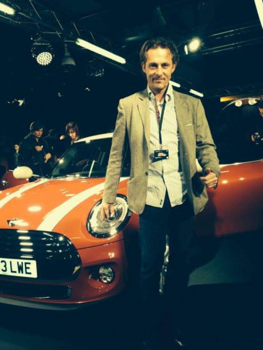 <strong>MINI-LANSERING:</strong> Motor-redaktør Espen Stensrud dekket Mini-lanseringen i Oxford.  Foto: AUTOFIL