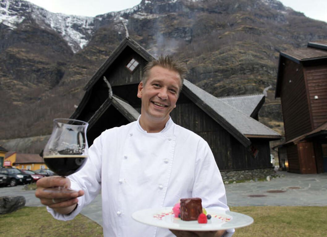 <strong>GUDEDRIKKE:</strong> Ægir øl har navn fra Norrøn mytologi, ølet bruker Kjøkkensjef Øyvind Theodorsen i stedets menyer, til og med i sjokoladekaken. Foto: OLE C.H. THOMASSEN