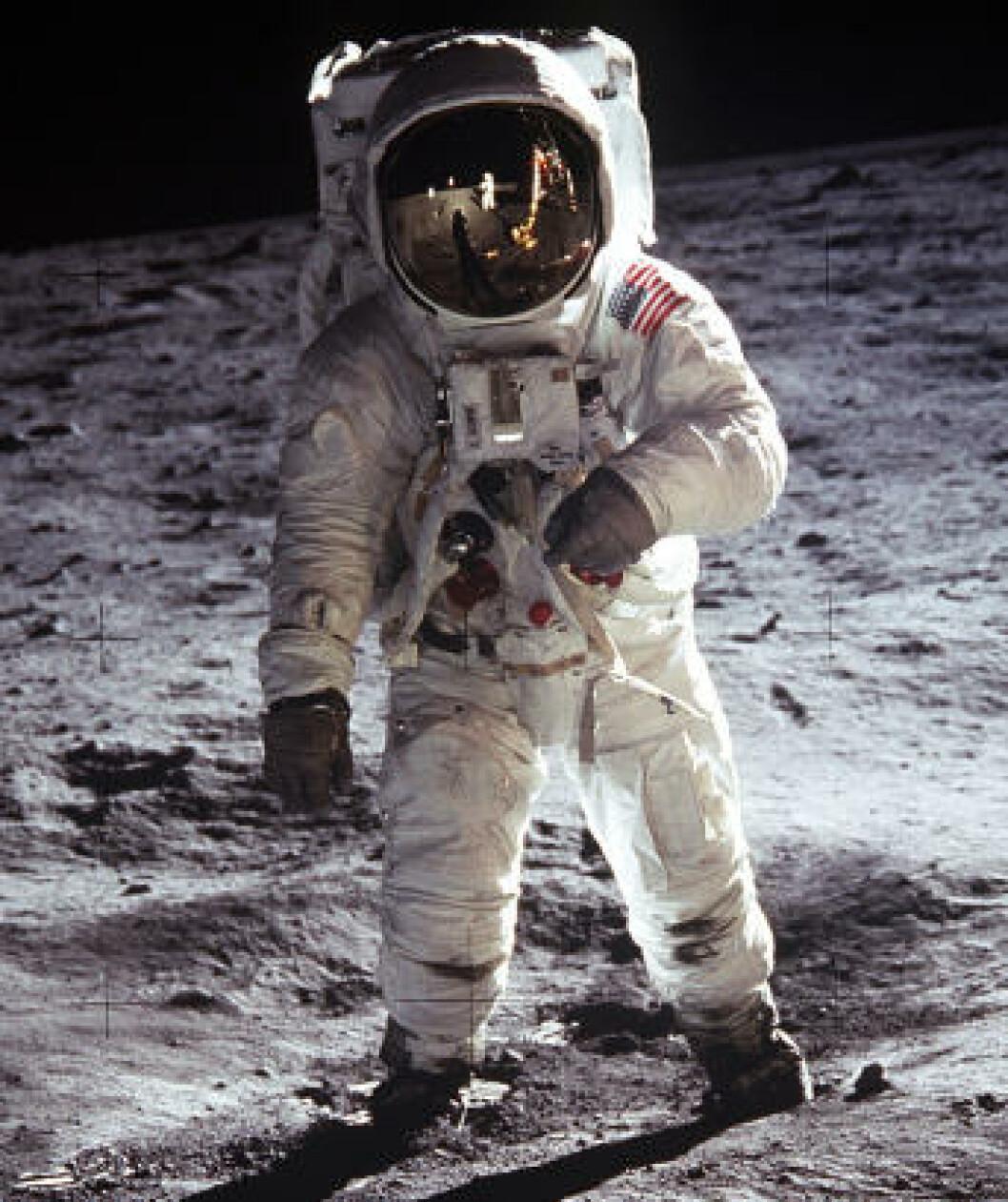 <strong>MOONWALK:</strong> Astronaut Buzz Aldrin gikk på månen 20. juli 1969. Dette historiske bildet er tatt av Neil Armstrong, som du ser i refleksjonen i hjelmen. Foto: NASA