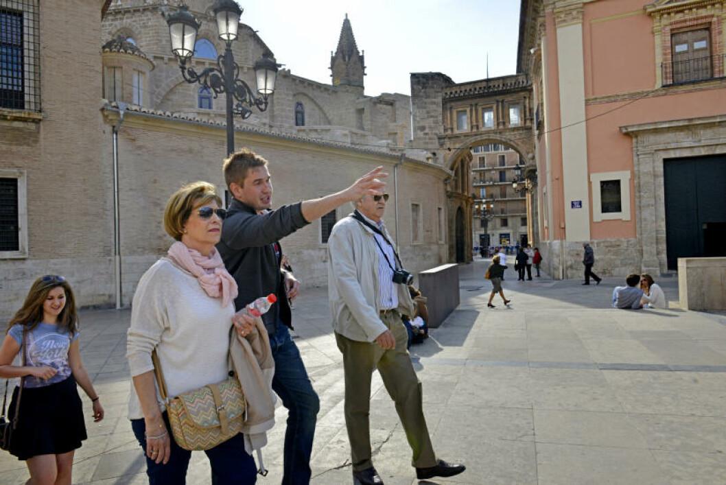 <strong>HISTORISK SUS:</strong> Michal Marczyk kom til Valencia for å studere juss, men endte som byguide i stedet. Polakken elsker nemlig sin adopterte hjemby og all historien som ligger i murene langs gamlebyens smale gater. Foto: GJERMUND GLESNES