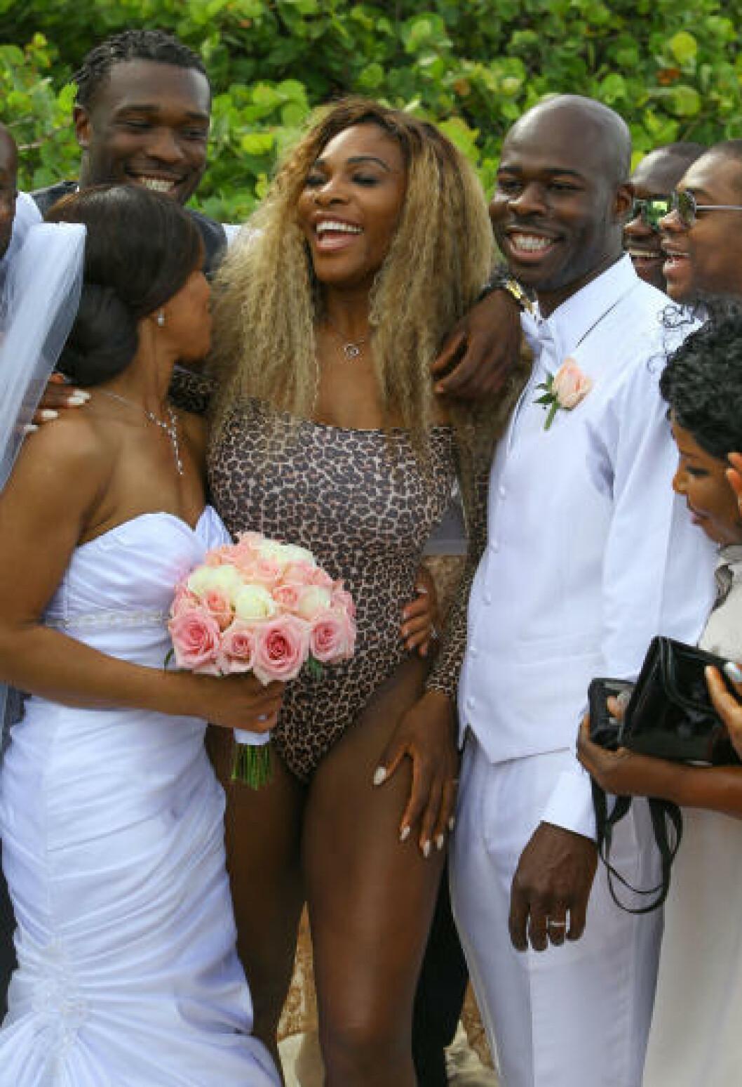 <strong>BRYLLUP:</strong> Serena Williams trøster seg etter fiasko i French Open. Her er hun i bryllup - i bare badedrakt. Foto: Stella Pictures
