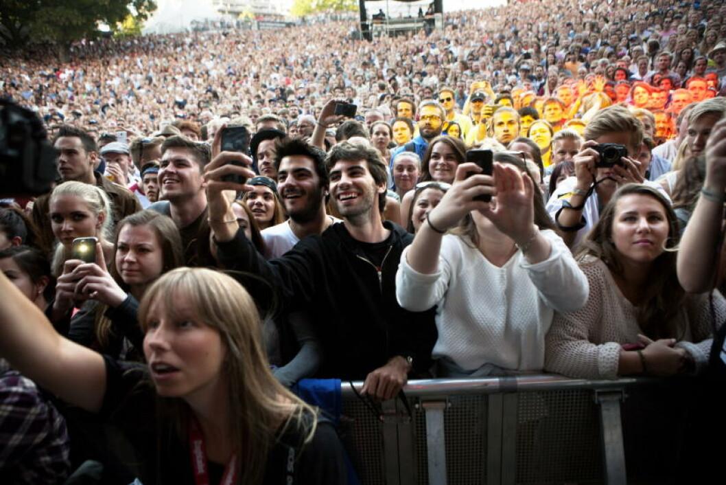 ENTUSIASTISK: 9000 publikummere kan ikke ta feil. John Mayer gjorde alle glade med en utmerket konsert.