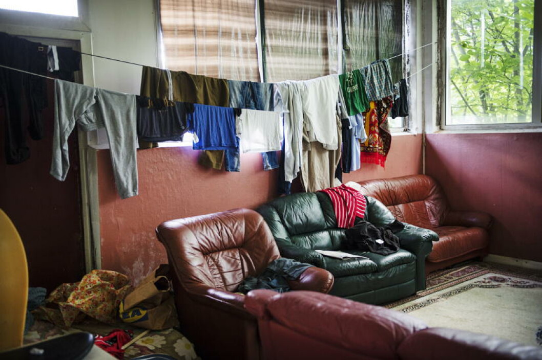 <strong>STUE:</strong> I denne provisoriske stua tørket mange av beboerne klær. Foto: Benjamin A. Ward / Dagbladet