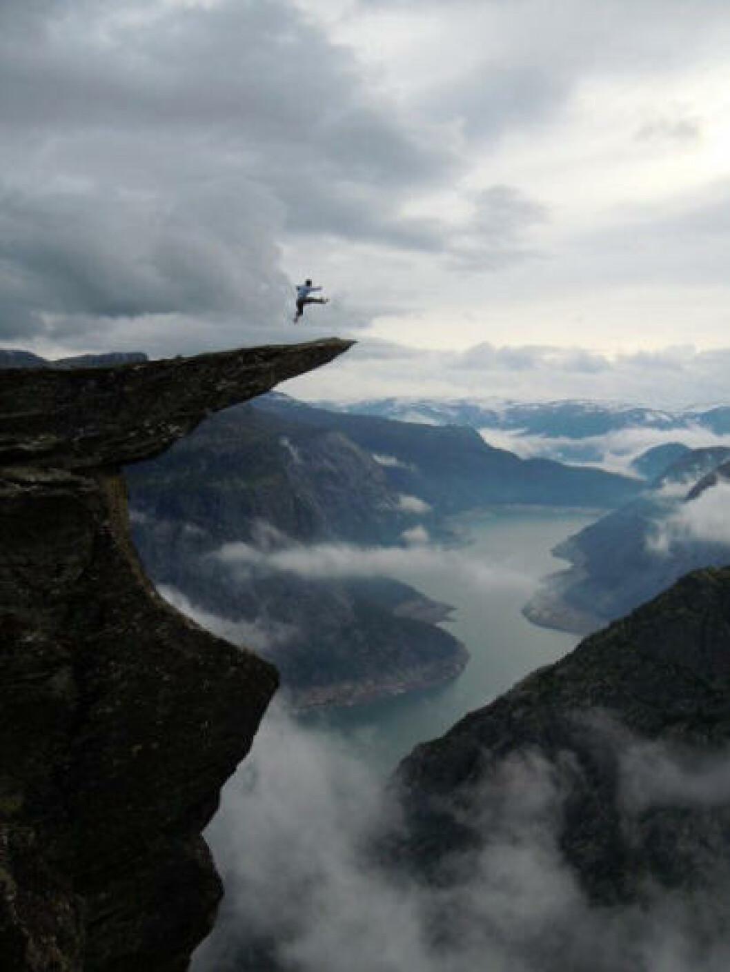 <strong>TROLLTUNGA:</strong> Fjellhylla ligger cirka 1100 meter over havet og 700 meter over Ringedalsvatnet. Foto: JOSTEIN SOLDAL
