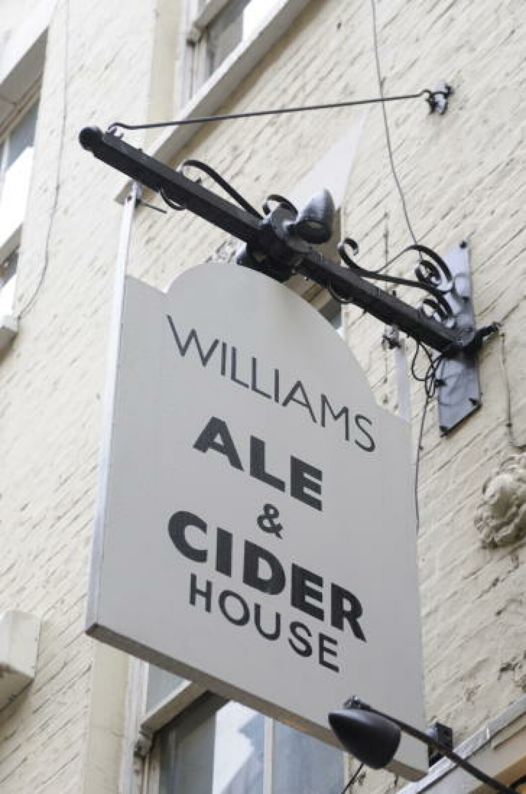 <strong>LONDON BOOZER:</strong> The Williams Ale & Cider House ligger i en av øst-Londons mange smale gater rett ved Liverpool Street station. Foto: MARIANNE WIE